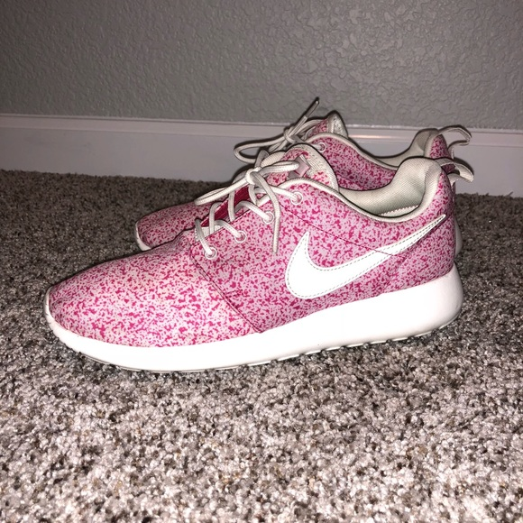 finest selection cf41e 70229 Nike Roshe Run - Speckled Pink. M 5ad1a565a6e3eaede69eb20a